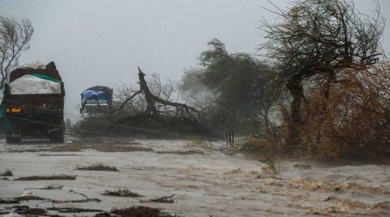 طوفان هند؛ ۱۲۷ نفر ناپدید و ۲۰۰ هزار تن بیجا شدهاند